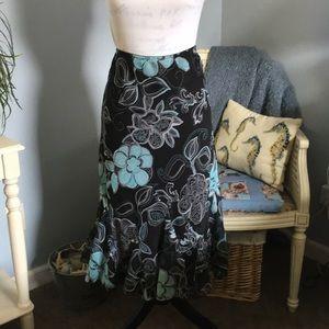 Beautiful floncey skirt, sz 14, like new
